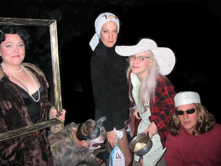 How to: have a Grey Gardens theme party