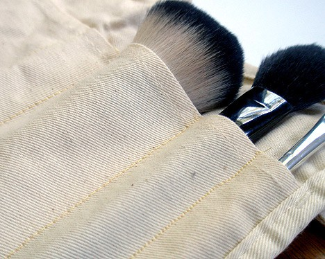 How to: DIY Travel Makeup Brush Bag
