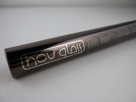 Hourglass Film Noir Mascara – the dark beauty gets the wht review