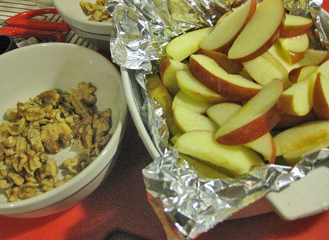 Skinny Apple 1 Green Monday Recipe: Skinny Baked Apples with Walnuts