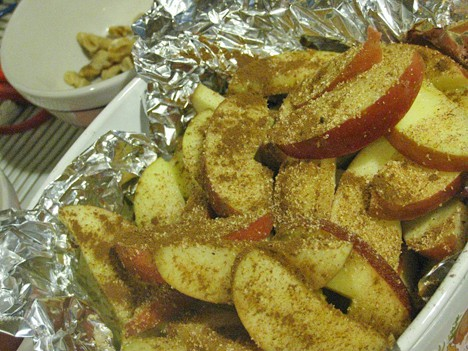 Green Monday Recipe: Skinny Baked Apples with Walnuts