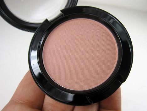 MACGlamourDaze eyes4 MAC Glamour Daze Eyes and Cheeks   review, photos & swatches