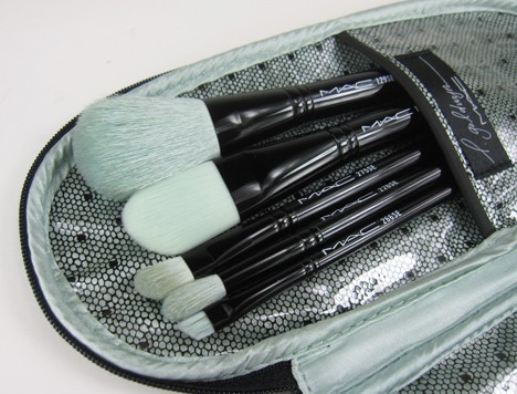 MACprimpedbrush1B MAC Fabulousness: Primped Out Perfectly Plush Essential Brush Kit   review, photos & swatches