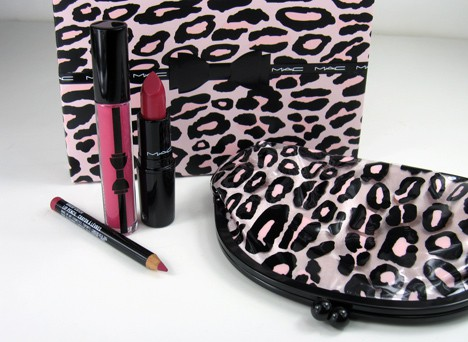 MACprimpedlip1 MAC Fabulousness: Primped Out Lip Look Bag in Luxurious Pink – review, photos & swatches