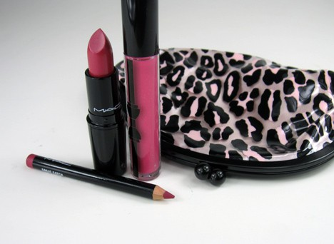 MACprimpedlip3 MAC Fabulousness: Primped Out Lip Look Bag in Luxurious Pink – review, photos & swatches