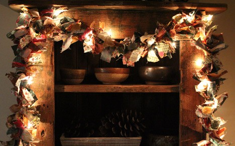 ragWreath4 How To: Rag Wreath and Lighted Garland Display
