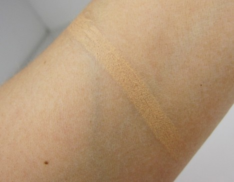 Benefit Fake Up Concealer - swatches and review | we heart this