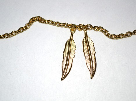 FeatherNecklace3 DIY Jewelry: Gold Feather Layering Necklace