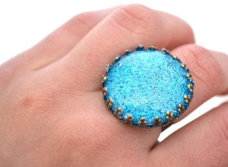 DIYglitterring5 DIY Jewelry: Glitter Ring