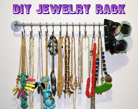 DIY Jewelry Necklace Organizer we heart this