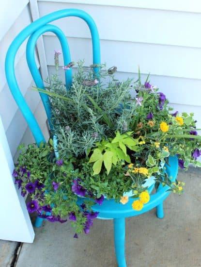 DIY Garden: Chair Planter