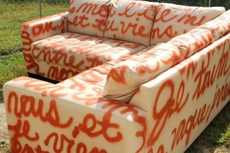 sofa 017 DIY Home Decor: Graffiti Sofa