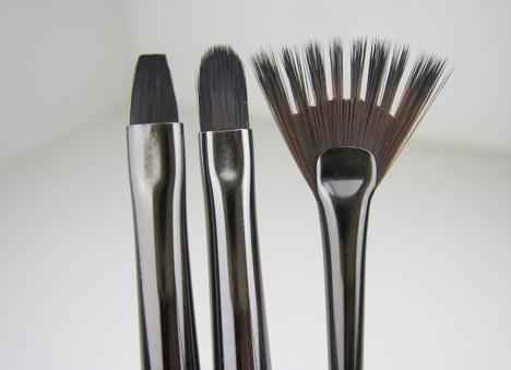MUFE-brushes-lips-art