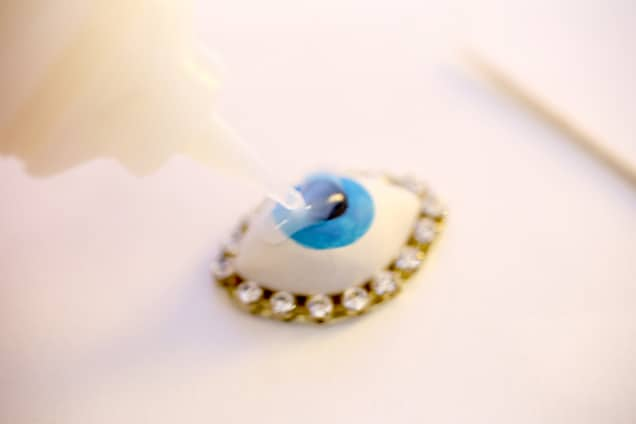 diy evil eye ring step5 DIY Jewelry: Evil Eye Ring