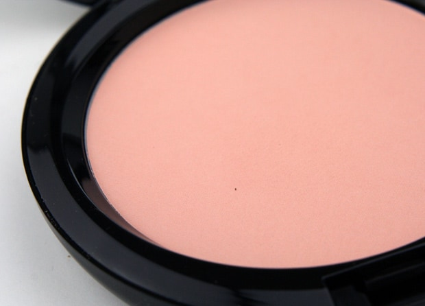 MAC-Maleficent-17-natural-beauty-powder