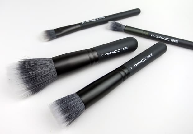 MAC-Keepsakes-Mineralize-Brush-Kit-2