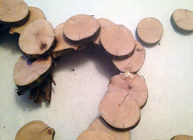 DIY Valentines Day Heart Wreath 6 DIY: Valentines Wooden Heart Wreath
