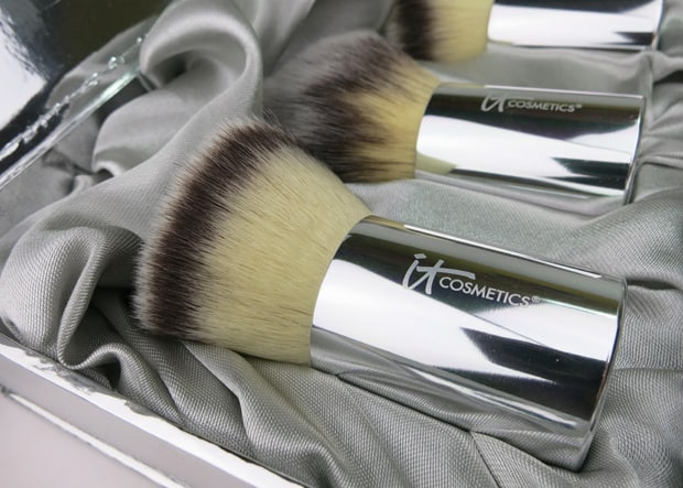 IT Cosmetics Buki Brush Box 3 IT Cosmetics Buki Brush Box Photos and Review