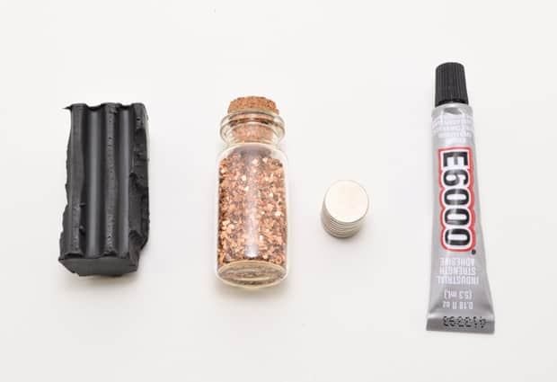 DIY-Glitter-Stone-Magnets-01