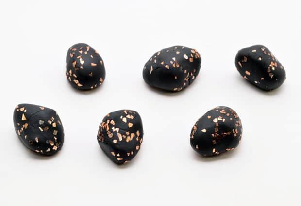DIY-Glitter-Stone-Magnets-07