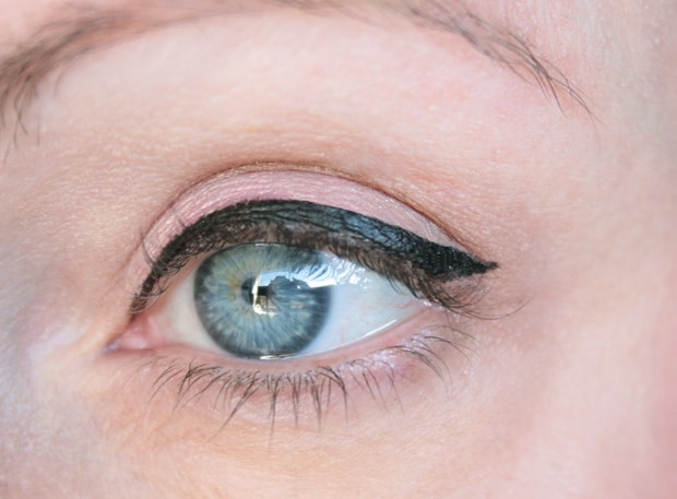 covergirl-Intensify-me-eyeliner-swatches-4