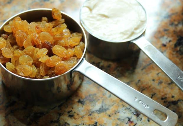 easy-picnic-recipes-raisins-mayonasie-3