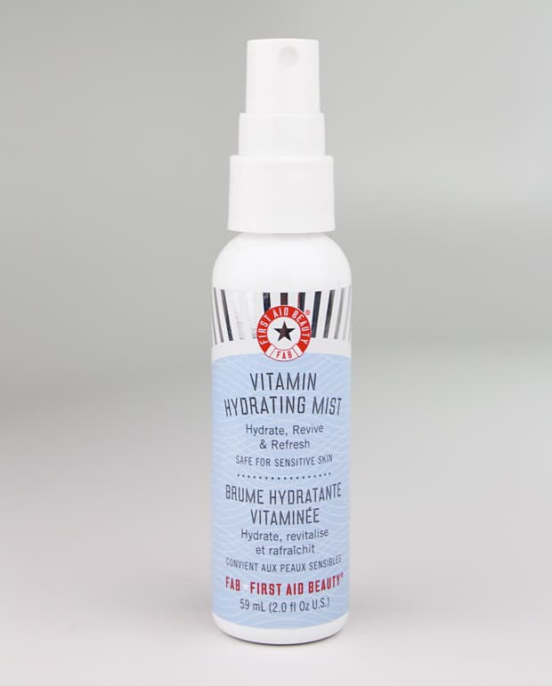 First Aid Beauty vitamin hydrating mist review 4 First Aid Beauty Skin Rescue Oil Free Mattifying Gel and Vitamin Hydrating Mist