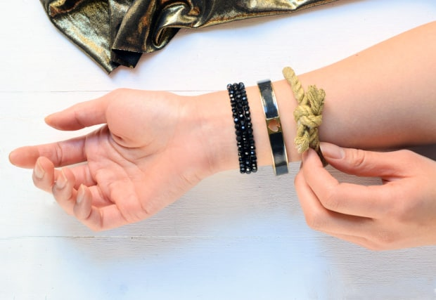 Easy-DIY-Knotted-Metallic-Bracelet-how-to-02