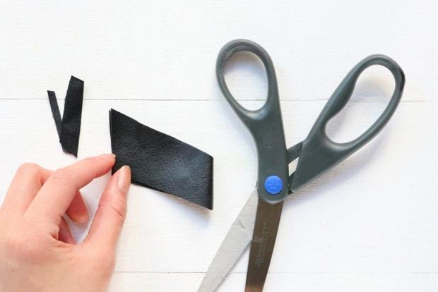 Easy-DIY-Heart-Print-Chevron-Necklace-8