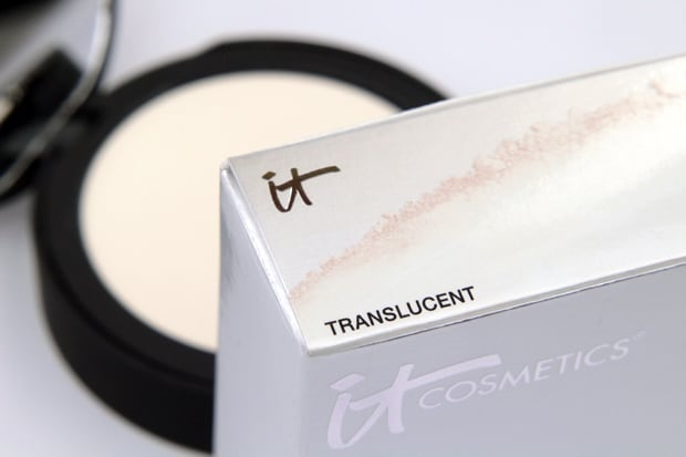 We Heart This shares IT Cosmetics Bye Bye Pores Pressed Poreless Finishing Powder blurs away all the signs of too many late nights in a quick swoop or two.