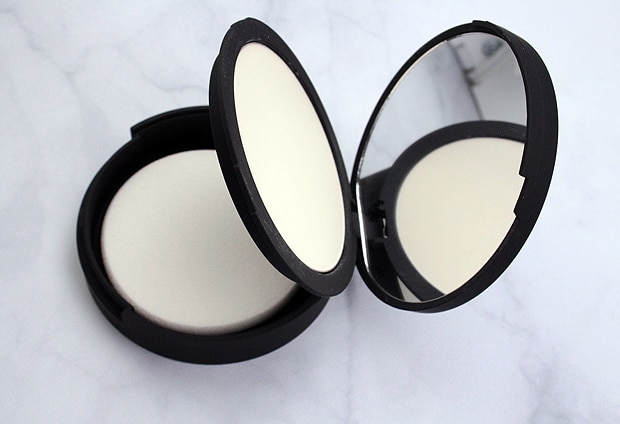 IT Cosmetics Bye Bye Pores pressed review 4 IT Cosmetics Bye Bye Pores Pressed Powder review