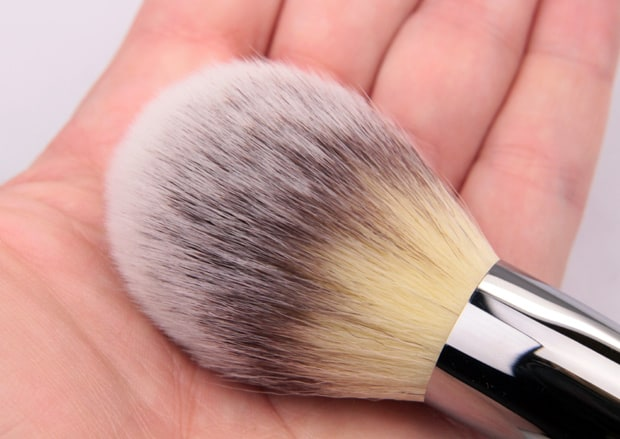 IT Cosmetics heavenly luxe brush 5 IT Cosmetics Bye Bye Pores Pressed Powder review