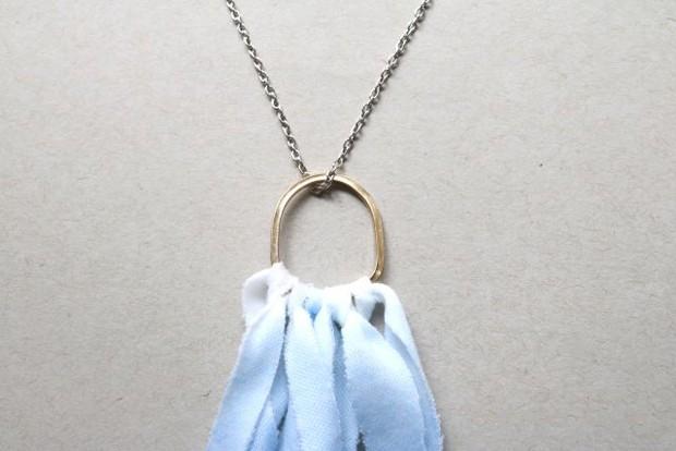 DIY-Dip-Dyed-Fabric-Fringe-Necklace-06