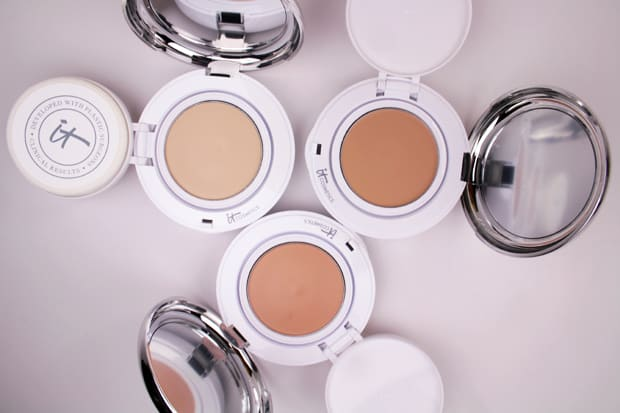 IT Cosmetics Confidence in a compact foundation fair swatch 6 IT Cosmetics Confidence In A Compact: swatches of EVERY shade