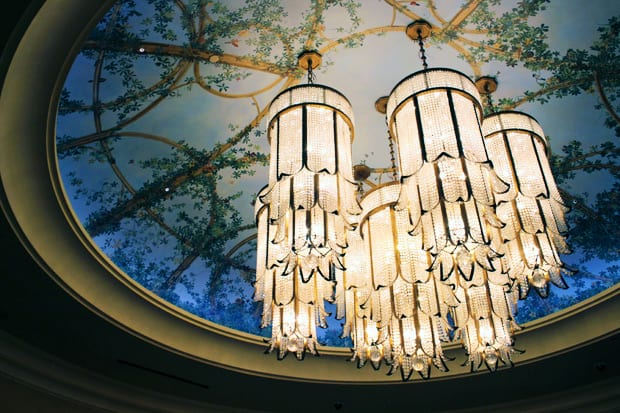The Palazzo Las Vegas Lobby chandelier Looking for Vegas Glamour? Look no further than The Palazzo...