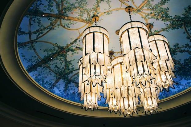 Las vegas decor crystal chandelier
