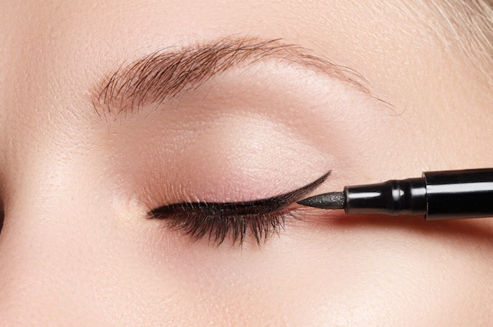 woman having eyeliner applied as an example for eyeliners for tightlining