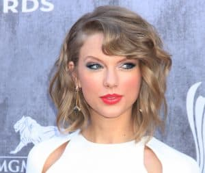 Taylor swift as an example of celebrities with deep set eyes
